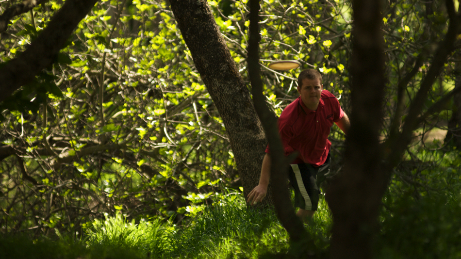 Nate Doss working his way out of trouble at the PDGA Super Tour in Orangevale, California, 2008
