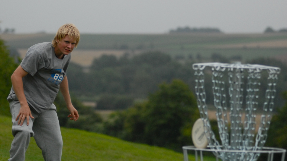 Swedish junior Ruben Smedberg sinks a putt in wind and rain at EC 2010.