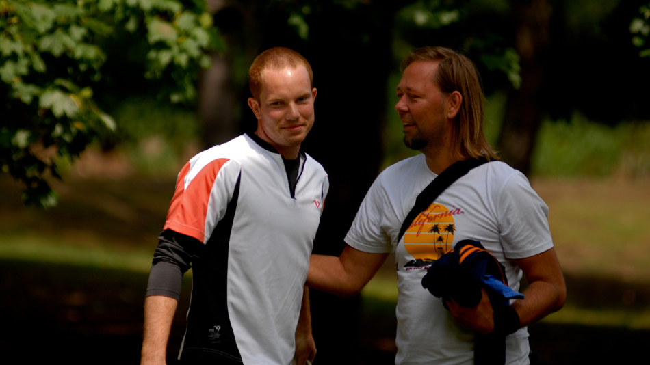 Kristian makes it to his first international final and Greg is still smiling. Disc golf is a great game. 2 of 2.