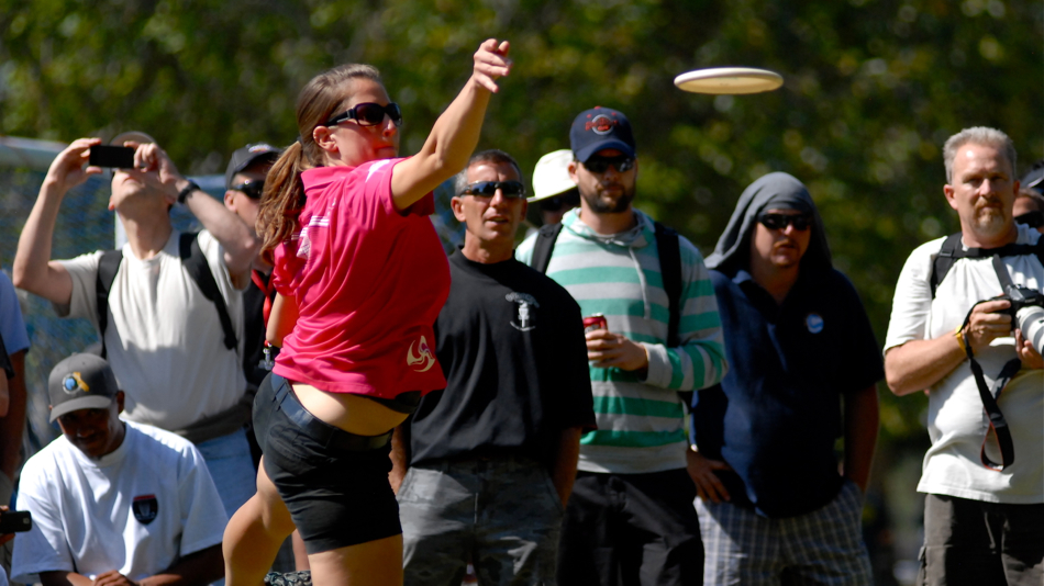 Valarie Jenkins putting during the finals at the 2011 Pro Worlds, Pinto Lake, CA.