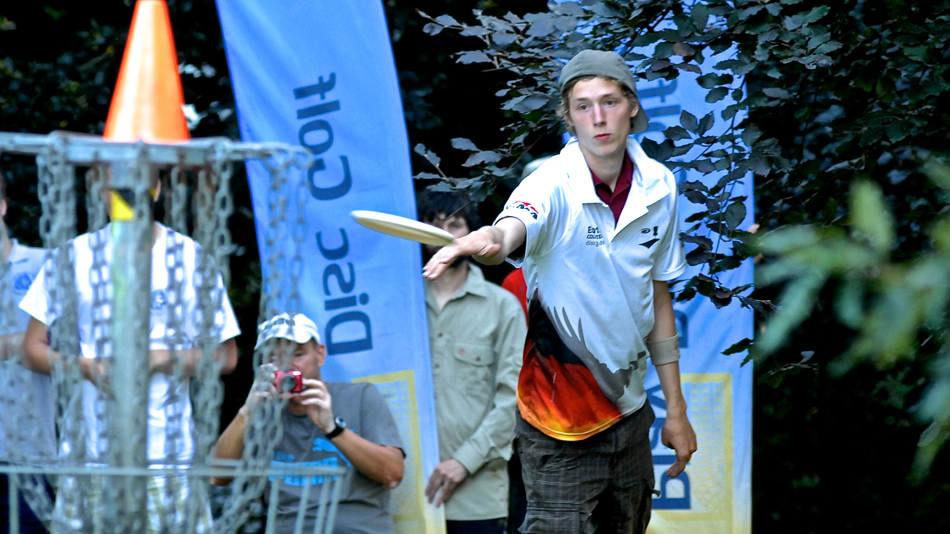 Last putt for Simon Lizotte and he is the 2012 European Champion after a long fight with K. J. Nybo.