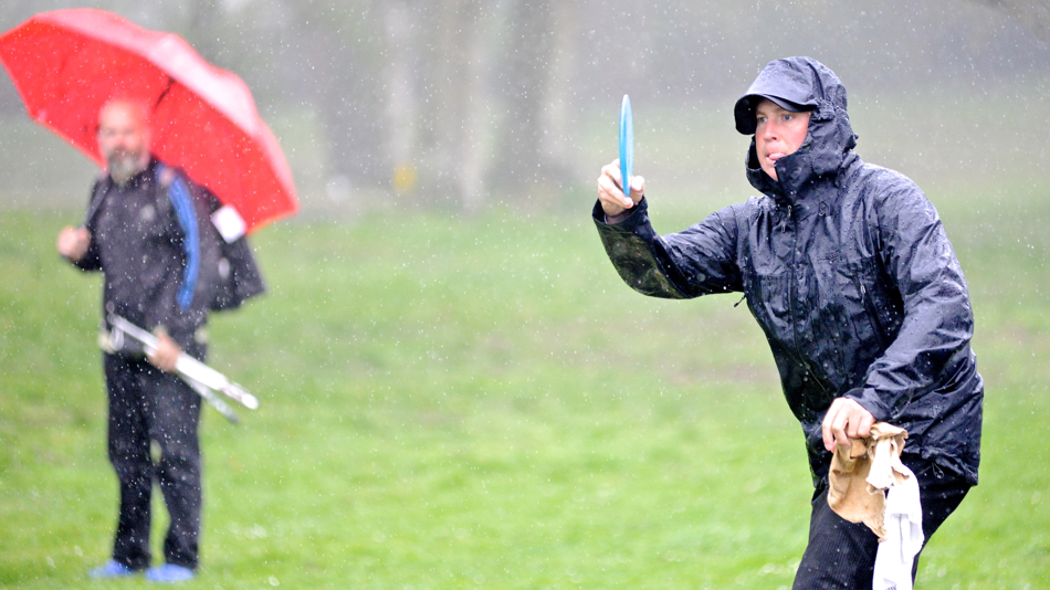 Avery Jenkins (USA) prepares for a sidearm approach during heavy rain. Copenhagen Open 2013.