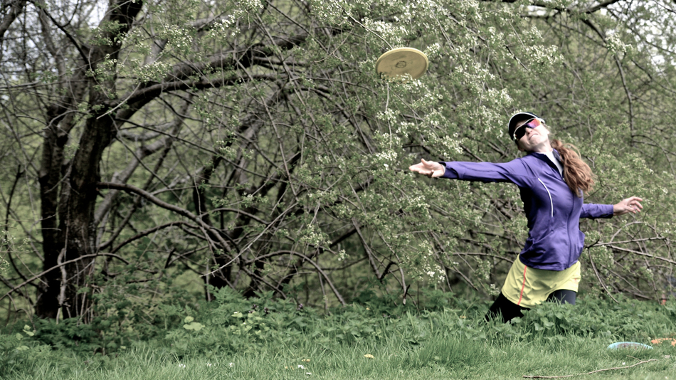 You can recover from the rough with grace. Holly Finley (Team Innova) at the PDGA major in Copenhagen 2013.